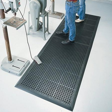 """American Floor Mats Rubber Cushion-Tred x 24"""" Drainage Mat 7/8"""" Thickness"""